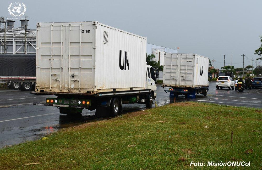 Desplazamiento de los contenedores de la Misión de la ONU desde El Ceral en el Cauca a la bodega central.