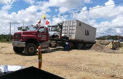 Alistamiento del contenedor con las armas de las FARC-EP en La Pradera, Putumayo.